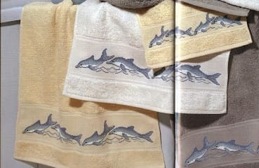 Дельфины на банном полотенце