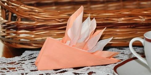 Парусник из салфетки для праздничной сервировки стола