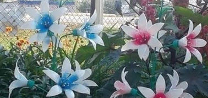 Украшаем сад цветами из пластиковых бутылок