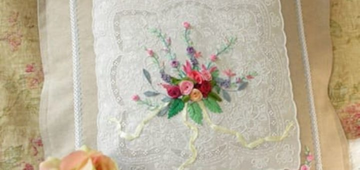 Урок вышивки лентами букетика на подушке
