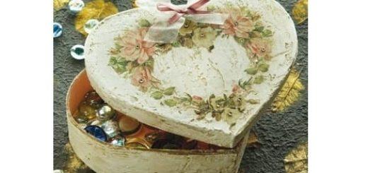Декорирование шкатулки шпатлевкой и элементами декупажа