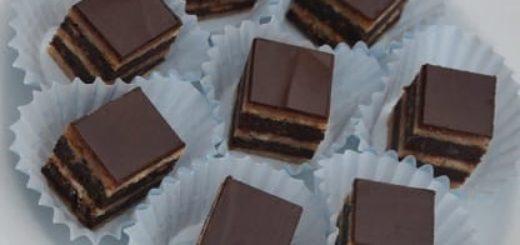 Марципановое пирожное, трюфели и шоколадные шарики