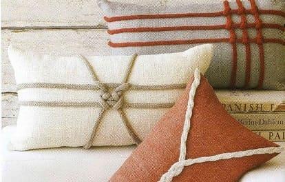 Вязаный шнур, как декоративный элемент для подушек