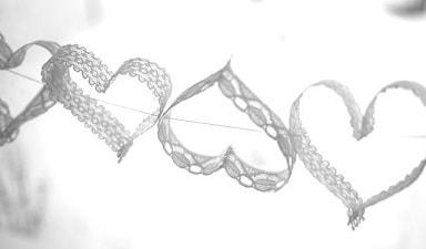 Гирлянда из кружевных сердечек