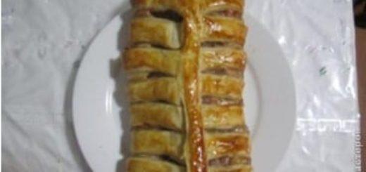 Мясной рулет из говядины, вареных яиц и слоеного теста