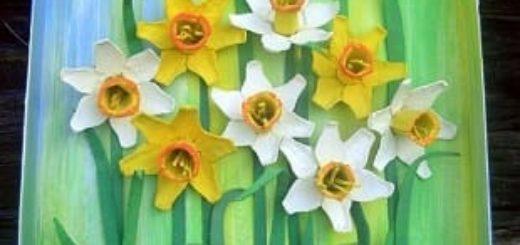 Нарциссы из яичных лотков