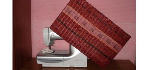 Плетение из газет. Чехол для швейной машинки