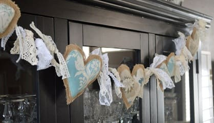 Сердечки из мешковины. Гирлянда из валентинок