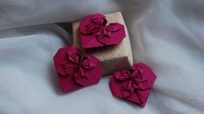 Сердечки-валентинки оригами из бумаги для украшения подарка