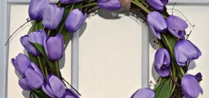 Стильный венок из искусственных тюльпанов