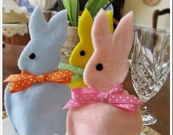 Фетровые кролики - колпачки для пасхальных яиц