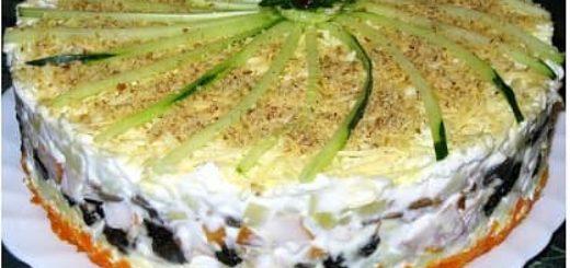 Праздничный слоеный салат с черносливом, копчёной курицей и шампиньонами