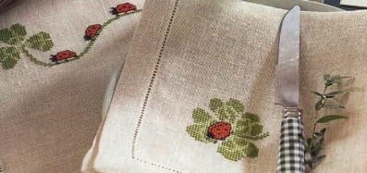 Вышивка крестом для льняных салфеток. Божьи коровки