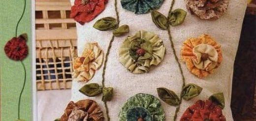 Декор подушки цветами из ткани