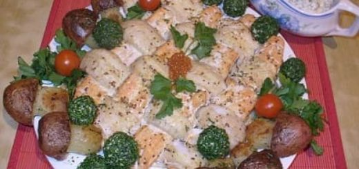 Праздничная плетенка из рыбы с картофельными грибочками