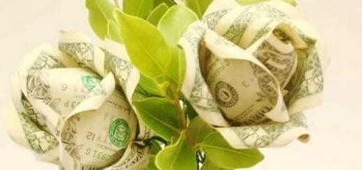 Денежный букет из долларовых розочек