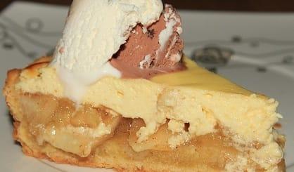 Яблочно-творожный пирог с бананами и корицей