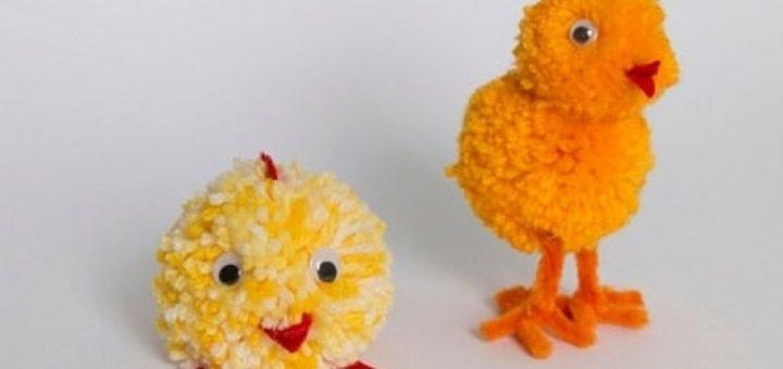 Желтые цыплятки из помпонов и проволоки