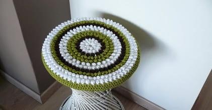 Вязание сидушки и пуфика в розочках крючком