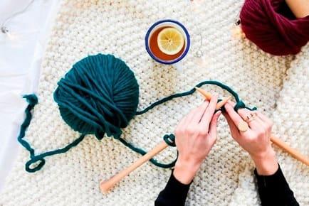 Вязаные мелочи для дома – модный интерьер крючком и спицами