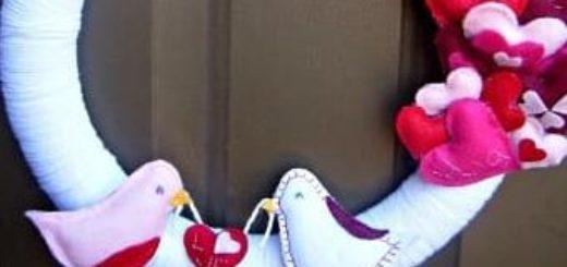 Фетровый венок с валентинками и птичками