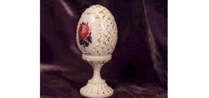 Сувенирное пасхальное яйцо с декупажем