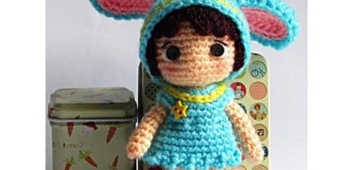 Амигуруми. Маленькая девочка в костюме зайчика
