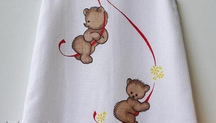 Роспись детского платья акриловыми красками для ткани DECOLA