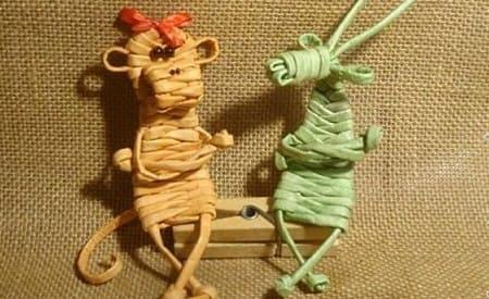 Обезьянка из газетных трубочек. Плетение