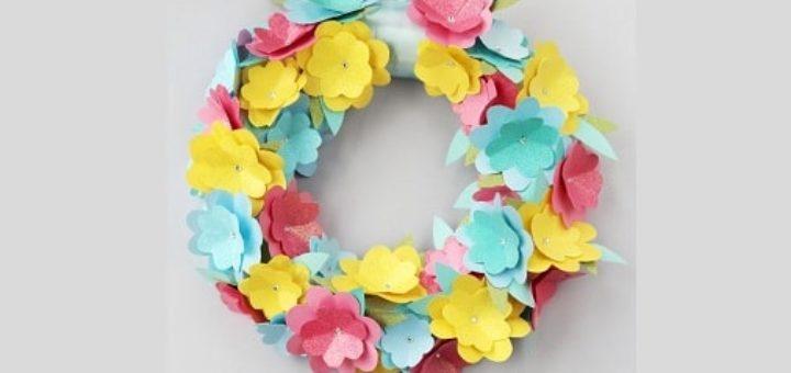 Декоративный весенний венок из бумажных цветов