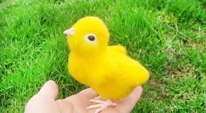 Желтый пасхальный цыпленок своими руками. Сухое валяние