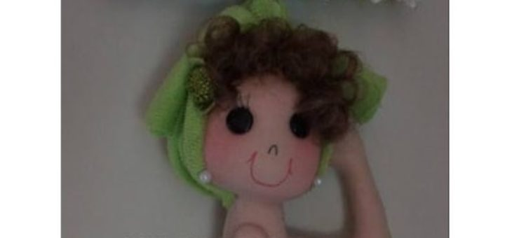 Куколка из фетра - подвеска для двери или на стену