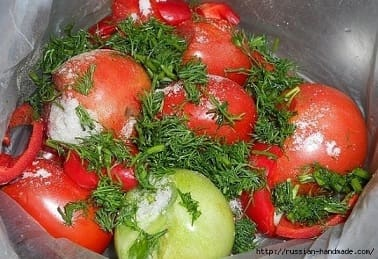 Как засолить помидоры в пакетах