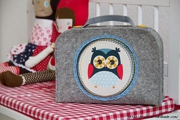 Для детских игрушек шьем чемодан из войлока