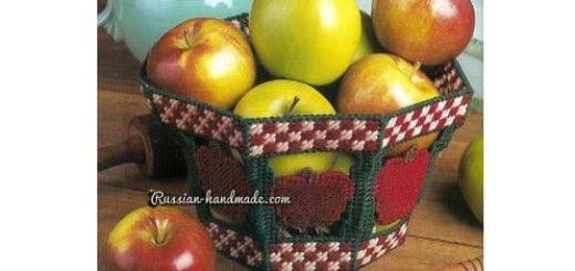 Корзинка из пластиковой канвы с вышивкой