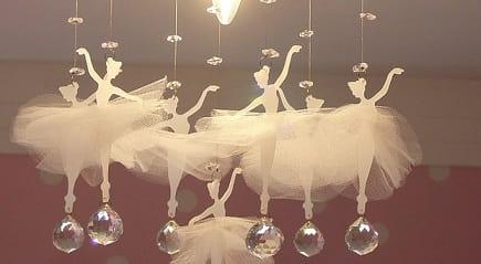 Балеринки под потолком. Красивая идея для детской комнаты