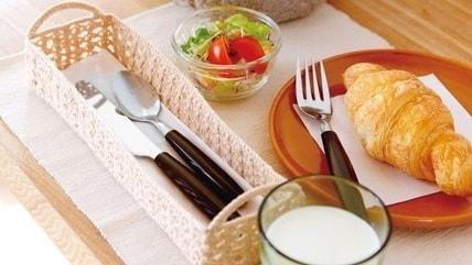 Вазочка для печенья и корзинка для столовых приборов