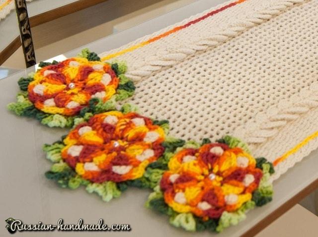 Салфетка-дорожка с цветами крючком (1)
