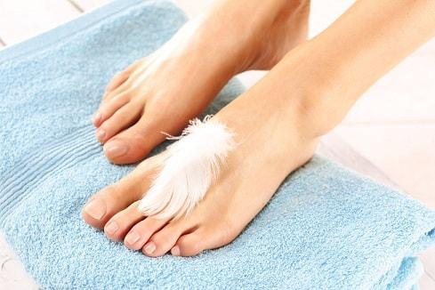 Уход за ногами в летний период