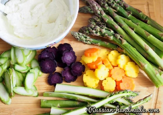 Дрожжевой пирог со спаржей и овощами (1)