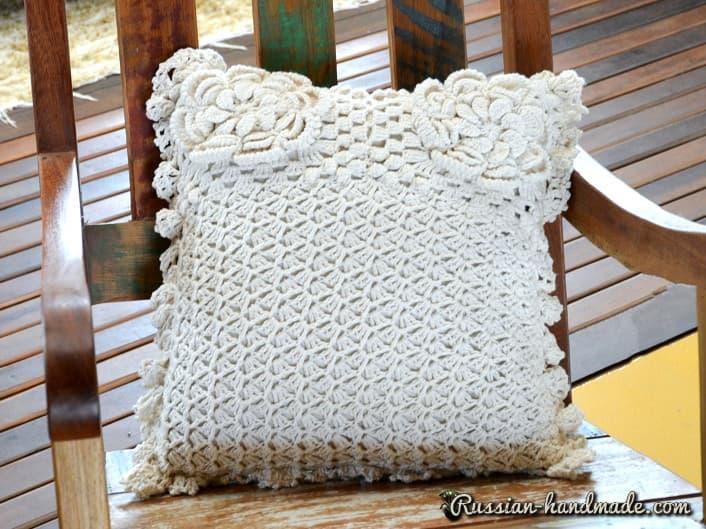 Интерьерная подушка с цветами (1)