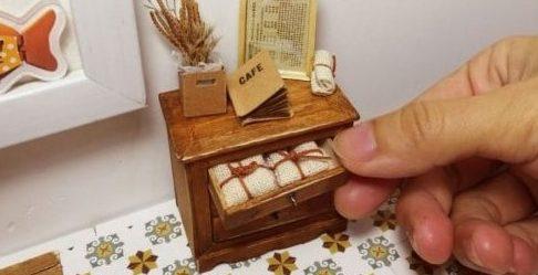 Миниатюрный комодик из деревянных палочек (2)