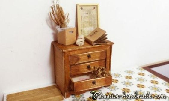 Миниатюрный комодик из деревянных палочек (3)