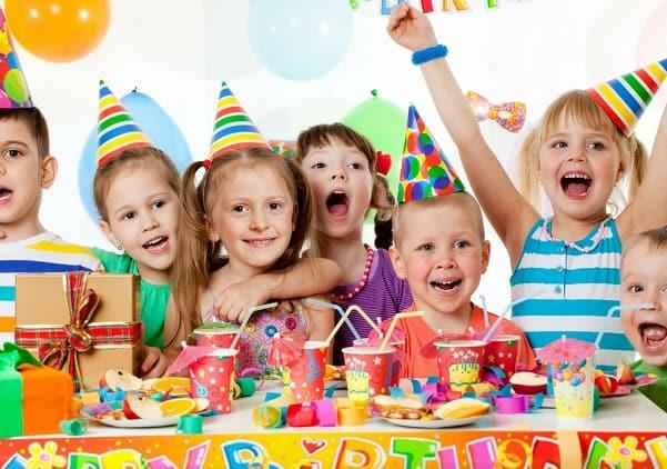 Как оформить праздничный стол на детский день рождения (3)