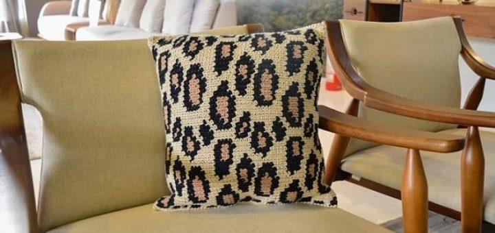 Подушка крючком «Леопардовый принт» (3)