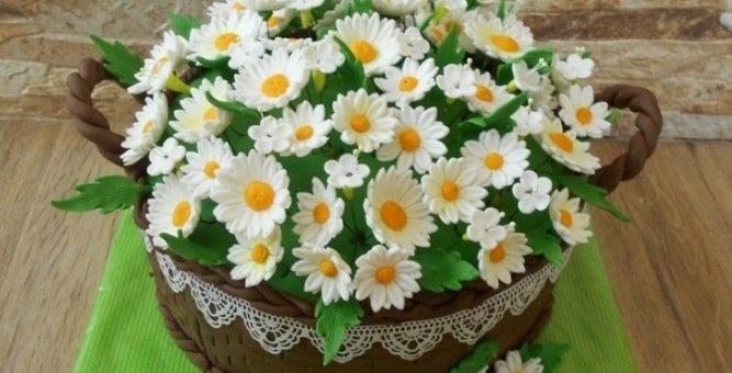 Ромашки из сахарной мастики для торта (1)